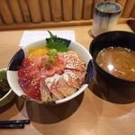 123194117 - ランチ (海鮮4色丼 大+味噌汁+小鉢) 税込み 1380円