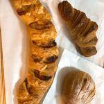 ぱんや ジル - 料理写真:セサミベーコンエピ、いちじく、クロワッサン