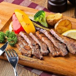 牛ステーキや豚グリルなど、洋食屋ならではの肉料理をご堪能!