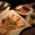 1232866 - 生ハムとカマンベールチーズのオードブル¥780、ささみ串明太子焼(3本)¥480