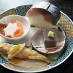 饗応 元 - 八寸(もろこの南蛮漬、ごま豆腐、鯖寿司、カラスミ大根)