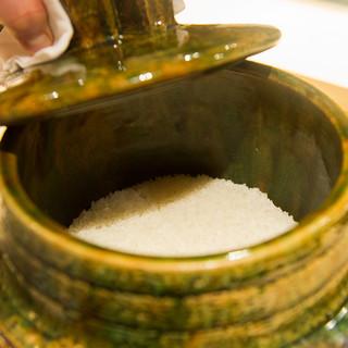 米・釜・技術。匠の技が結集したシャリが、凛とした立ち姿を演出