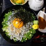 博多海鮮処 しらすくじら 明神丸 - 釜揚げしらす丼定食900円。