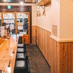 日本酒バルどろん - ゆっくり日本酒を楽しめるカウンター
