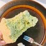 シフォンケーキのお店 C.C.C. - 抹茶を手でちぎってみたところ