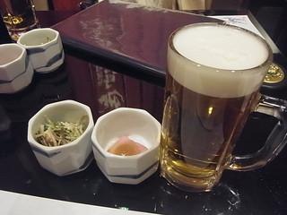 海鮮問屋 地魚屋 三田 - まずはお通しとビアーで乾杯!
