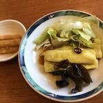 中国料理 龍薫 - 料理写真:本日のランチサラダと香物