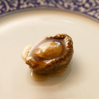 中国料理の新境地に挑む、朴訥として美しい逸品
