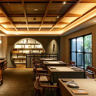 南麻布の洗練されたモダン空間。和と漢のミクスチャーを愉しむ