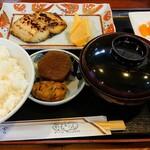 野毛おでん - 焼魚定食。サワラ粕漬け900円税込み