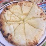 カリーゾーン - このチーズナンのデカさはヤバイです。絶対オススメです!