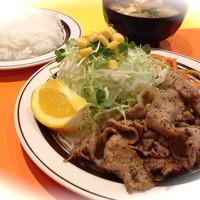キッチンABC - 復活!豚(とん)からし焼肉(スパイシーな黒こしょうとまろやかな塩味)(ライス&スープ付) ¥630