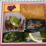 赤玉食堂 - 売っていたわさび寿司がセットになっておりいろいろな味が楽しめます