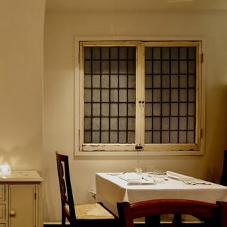 小さな隠れ家レストラン