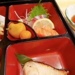 魚勝 - 焼き物、刺身、キンカン煮たもの
