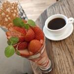 コンマ コーヒー - いちごのパフェ/かおりの&ホットコーヒー