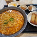 華龍飯店 神保町 - 酸辣湯麺と春巻セット