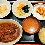 123268689 - ナムルやサラダ、キムチ付きの平日限定日替わり定食、月曜は牛タン煮込み定食