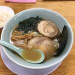 くるまやラーメン - 料理写真:中華ラーメン+チャーシュー1枚 830円