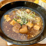 チャイナボイジャー - 豚角煮とマーボー豆腐のあんかけ麺