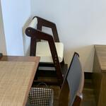 カフェ&ワインバー シャルル - 子供椅子