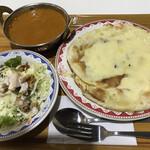 チキン カリーズ/つくの屋 - 料理写真:チキンカレーチーズナンセット