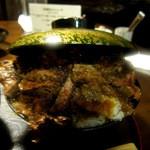 ひだまり庵 - ステーキ丼 大盛 蓋の意味があるのか???