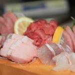 寿し膳かのこ - 刺し盛り:マグロづくし&マダイ&ブリ,鮮度感抜群!