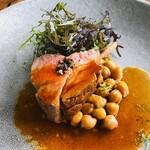 123301166 - 仔羊のロースト ラムチョップ 仔羊のジュで煮込んだひよこ豆