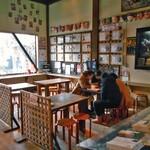 妖怪茶屋 - 奥の建物内のイートインスペース