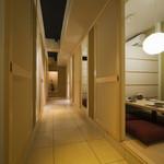 ひなた - 2名から最大32名まで収容可能な掘りごたつの個室をご用意できます。