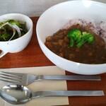 カフェ ミューク - 料理写真:カレー(サラダ付)