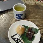 灸まん本舗 石段や - お茶菓子セット250円