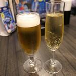 ギョウザ オウショウ - (2019/12月)スパークリングワインと生ビール小