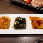 焼肉元太 - キムチ3種盛り(680円)