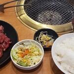焼肉 みっちゃん - 素晴らしい950円定食、これが飯食い放題とは