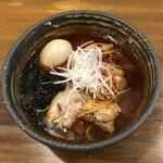 麺や いつき - 辛い醤油ラーメン(クーポン味玉入り)