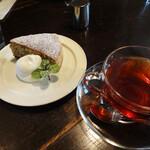 ゲンロ&カフェ - 料理写真:アールグレイとビターチョコケーキ、ホットダージリンティーセット…700円