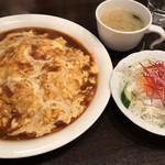 喫茶屋 かしさ - オムライス(サラダ付)+お味噌汁 たまごのトロトロとソースのコラボがたまりませ〜ん