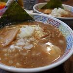 長浜ラーメン - 料理写真:醤油豚骨(600円)
