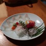 浅草一文 - 旬の魚の紅白造り