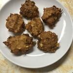 サーラ ダイニング カフェ - ピアジ(豆の揚げ物):タネを手で丸めて目の前で揚げる