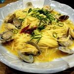 ネオジパング - ボンゴレ・ビアンコの大盛です、大盛はお皿が違うでしょ・・・