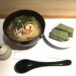 三輪山本 お食事処 - にゅうめんと柿の葉寿司です