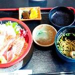 旬処 いさ路 - 海鮮丼。