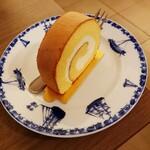 123368443 - ハーブ卵のロールケーキ 528円