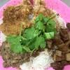 台風飯店 - 料理写真:ルーロー、マトンカレー、チーパイの三種あいがけ