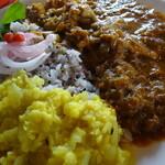 サハスラーラ - 黄色のはダル(豆カレー)