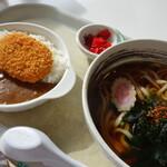 キッチンほっとほっと  - 料理写真:本日の日替わり、ミニコロッケカレー&わかめうどん(¥600税込み)