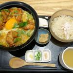 秋田比内地鶏生産責任者の店 本家あべや - 極上親子丼と稲庭うどん御膳(2100円)